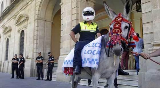 POLICIA LOCAL SEVILLA EN BURRO
